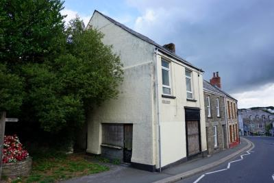 Front aspect of 68 Fore Street in Callington. For sale with Kivells