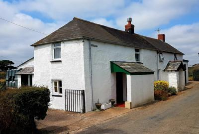 White farmhouse and Cottage of Jenns Farm Bradworthy, for sale with Kivells