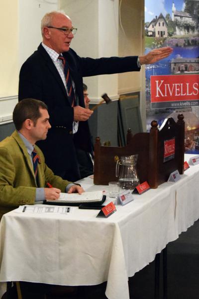 Kivells Director Simon Alford accepting a bid
